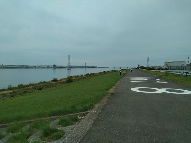 大阪湾へ続く道